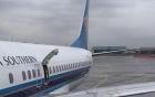 Video: Cửa thoát hiểm bật ra khi máy bay cất cánh khiến hành khách hoảng loạn