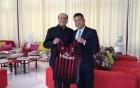 Doanh nhân Trung Quốc chi bộn tiền mua CLB bóng đá AC Milan