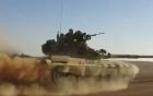 Tăng T-90 rượt đuổi phiến quân IS trên sa mạc như phim hành động