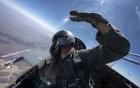 Lỗi trên máy bay chiến đấu của Hải quân Mỹ khiến tất cả các phi công buộc phải đeo thêm một chiếc đồng hồ Garmin