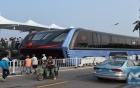 """Dự án xe buýt """"dạng chân"""" của Trung Quốc bị điều tra, CEO bị bắt"""