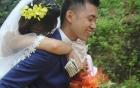 Đám cưới ngày bão chủ rể rạng rỡ cõng cô dâu qua đường ngập nước và bùn