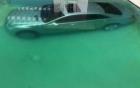 Bị bạn trai đá, mẫu nữ dìm xe sang xuống bể bơi để trả thù