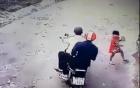 Hai tên cướp giật điện thoại của bé gái 3 tuổi và cái kết đầy bất ngờ