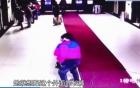 Người phụ nữ đẻ rơi con ngay ở lối vào bệnh viện