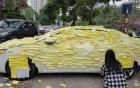Fan cuồng dán giấy phủ kín xe hơi của Nguyễn Trần Trung Quân để tỏ tình