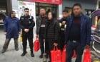 Cảnh sát hộ tống người phụ nữ xách 13 tỷ đồng về quê ăn Tết