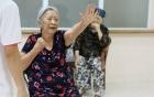 Cụ bà 86 tuổi nhất quyết đòi ly hôn chồng vì cả đời không một lần rửa bát
