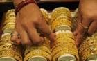 Giá vàng ngày 26/4: Tụt giảm khi đồng USD tăng vọt