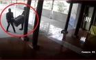 Clip: 2 tên trộm khiêng két ra phá lấy tiền công đức ngay tại chùa