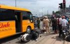 Xe khách lùa hàng loạt xe máy dừng chờ đèn đỏ, nhiều người bị thương