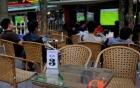 """Sát giờ khai mạc World Cup 2018, dân buôn """"đỏ mắt"""" tìm vỉa hè mở quán xem bóng đá"""