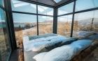 Ngôi nhà với 4 mặt kính ở giữa khung cảnh thiên nhiên tuyệt đẹp, mang đến cho bạn trải nghiệm vô cùng độc đáo và thú vị