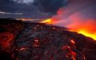 Nham thạch núi lửa rơi trúng thuyền du lịch, 23 hành khách bị thương