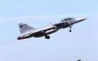 Máy bay chiến đấu Thụy Điển rơi xuống đất vì lý do hy hữu