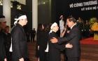 Thủ tướng Campuchia Hun Sen và Thủ tướng Hàn Quốc Lee Nak-yon vào viếng cố Chủ tịch nước