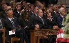 Phụ nhân Obama tiết lộ món đồ cựu Tổng thống Mỹ Bush bí mật đưa cho bà