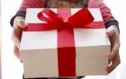 20/10 nhận được quà đến cơ quan, tôi xây xẩm mặt mày khi nhận ra đó là do bồ nhí của chồng gửi tặng