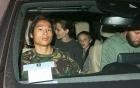 Pax Thiên xuất hiện cá tính, vẻ mặt đầy lạnh lùng khi đi ăn cùng Angelina Jolie và các em