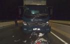 Xe máy vỡ tan nát sau va chạm xe tải, 2 thiếu nữ tử vong thương tâm