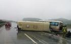 2 xe khách đâm nhau lật ngửa trên cao tốc Nội Bài - Lào Cai, giao thông ùn tắc