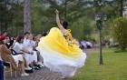 NTK khẳng định Nam Em tự ý cởi giày, đi chân trần và nhảy múa trong show diễn