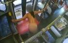 Cô gái thản nhiên lột sạch đồ rồi nhảy múa trên xe buýt, tài xế phải gọi điện báo cảnh sát
