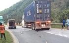 Xe máy kẹp 3 đối đầu với xe container, 2 người tử vong