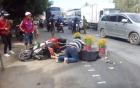 Chồng gào khóc ôm thi thể vợ bị xe khách cán tử vong trên đường trở lại thành phố sau kỳ nghỉ Tết