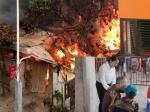 Con trai suy sụp vì không cứu được mẹ già sau hỏa hoạn thiêu rụi căn biệt thự bán chăn ga gối đệm