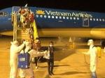 'Giải cứu' 800 người Việt, còn 40 người kẹt lại các sân bay quốc tế