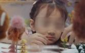 Cô bé 6 tuổi bị ép học liên miên, khi trả lời PV khiến mẹ ngỡ ngàng vì như 'người xa lạ'