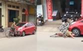 Clip ma men đạp xe lề bên trái rồi lao đầu thẳng vào ô tô rất dứt khoát