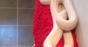 Nữ sinh hoảng sợ khi phát hiện rắn khổng lồ cuộn tròn trong phòng tắm
