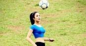 Video: Ca sĩ Diệp Lâm Anh thi tài tâng bóng cùng các cầu thủ nhí