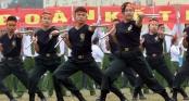 Nữ cảnh sát đặc nhiệm múa côn nhị khúc, đánh võ điêu luyện