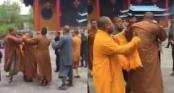 3 nhà sư đánh nhau tơi tả như phim Thiếu lâm tự