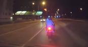 Cảnh sát truy đuổi, húc đổ môtô như phim hành động