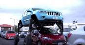 Xe hơi tự nâng bánh cao 3 m để di chuyển chống tắc đường