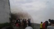 Áp thấp trên biển Đông, thủy điện Hòa Bình mở thêm 1 cửa xả lũ