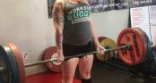 Mang thai 8 tháng, bà bầu vẫn kiên trì nâng tạ 120kg