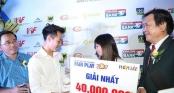 Văn Toàn tặng giải thưởng Fair-play cho nữ cầu thủ giúp mẹ chữa bệnh