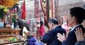 Giám đốc Kho bạc Nhà nước đi lễ đền Trần trong giờ hành chính bị cách chức