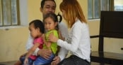 Cả gia đình ôm nhau khóc trong phiên tòa chồng tưới xăng thiêu sống vợ