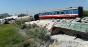 Tai nạn tàu hỏa ở Thanh Hóa: Khoan cắt đầu tàu đưa 2 thi thể ra ngoài