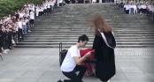 Những màn cầu hôn lãng mạn trong ngày lễ tốt nghiệp: Đời này không lấy ai khác ngoài em!