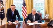 Bức ảnh gây tranh cãi giữa Tổng thống Trump và Tổng thống Ba Lan