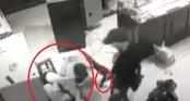 Clip: Vợ chủ tiệm vàng Sơn La giằng co với nhóm cướp