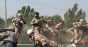 Khoảnh khắc 4 tên khủng bố nã đạn làm 25 người chết tại lễ diễu binh Iran