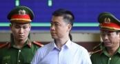 Hình ảnh Phan Sào Nam trong ngày đầu xét xử đường dây đánh bạc nghìn tỷ